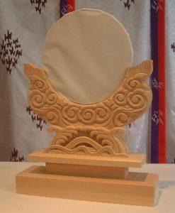 神鏡、雲形台座